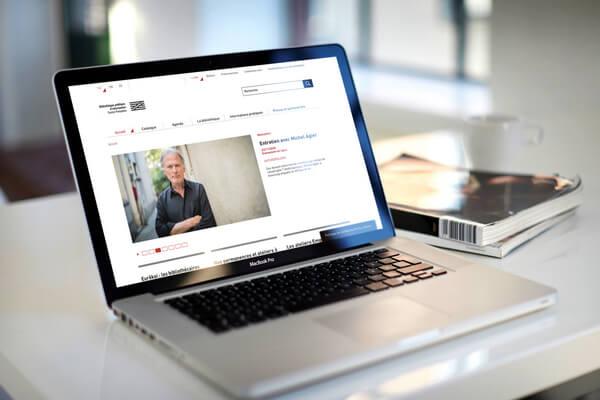 ordinateur portable connecté sur le site de la Bpi