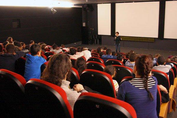 photos d'une séance de cinéma pour les scolaires