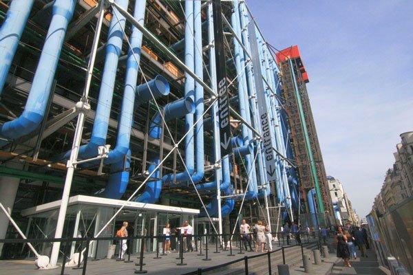 photo de l'entrée du Centre Pompidou et de la Cinémathèque