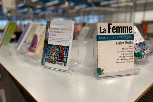 photo d'une table de valorisation à la bibliothèque
