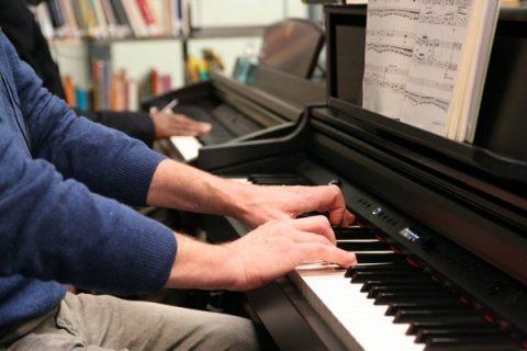 Piano dans l'espace Musique de la Bpi