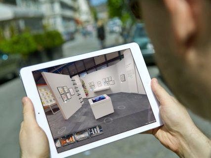 tablette numérique dans la rue