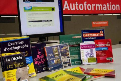 photo d'ouvrages au bureau autoformation