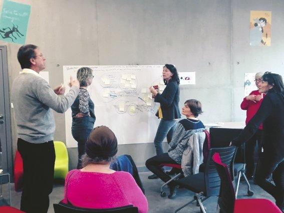 Photographie d'un atelier citoyen à la médiathèque de Nantes