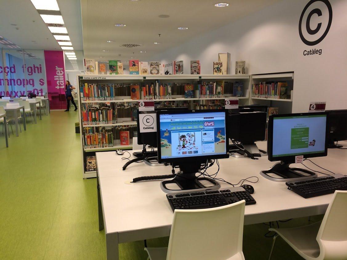 Espace intérieur de la bibliothèque de Castelldefels