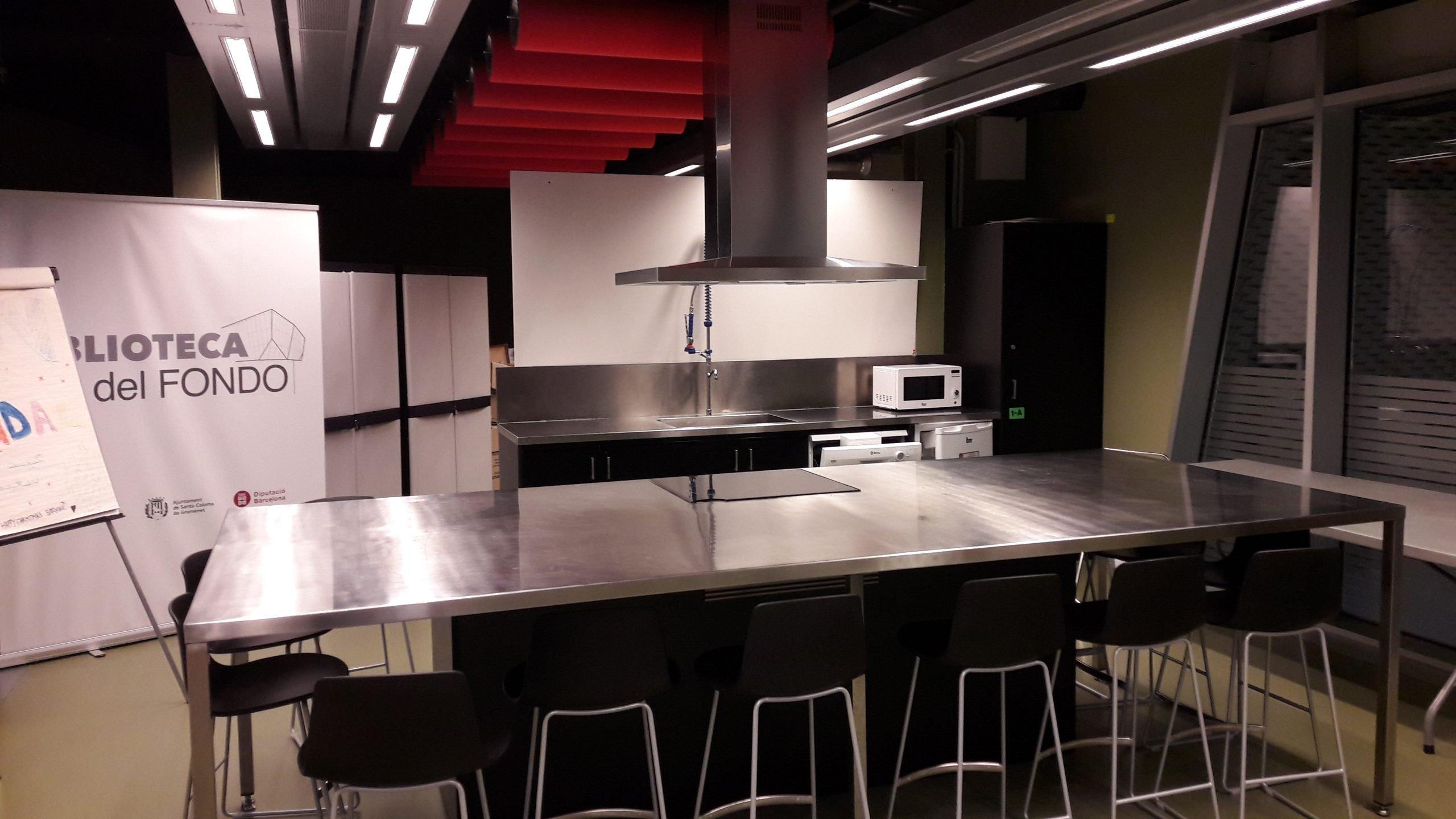 Photographie de la cuisine de la bibliothèque Santa Coloma de Gramenet