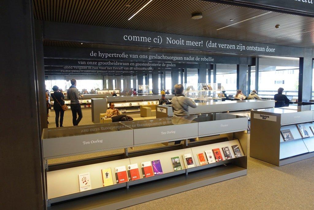 Vue inérieure de la bibliothèque de Gand