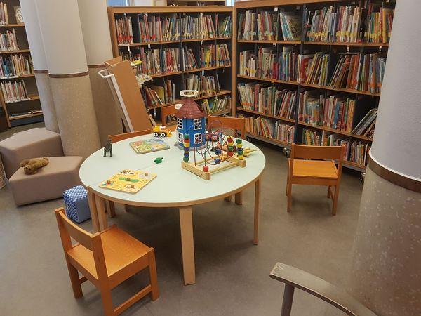 Photographie d'une table à jouets