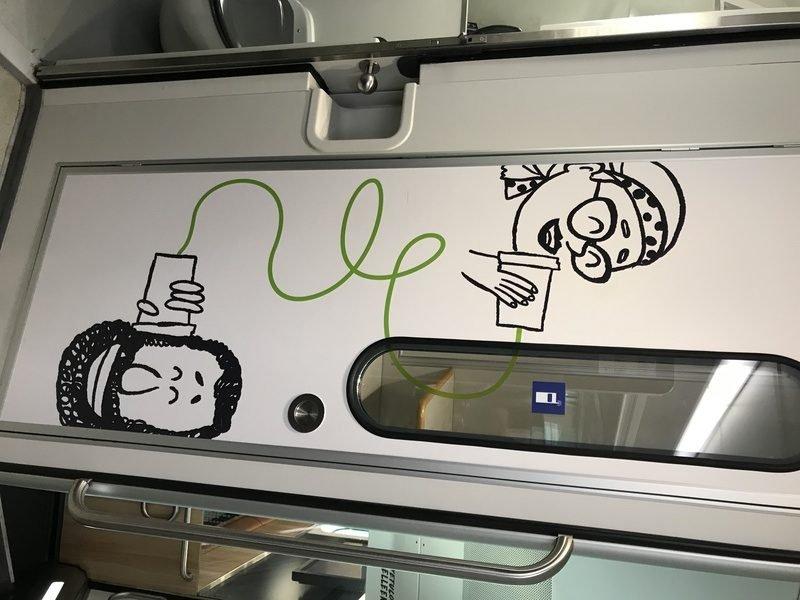 cabine téléphonique dans un train