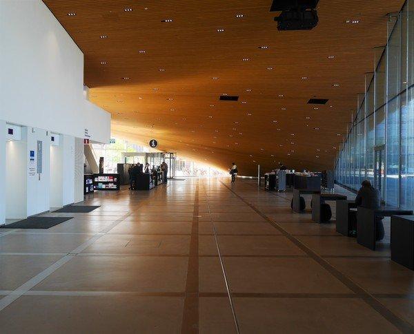 Photographie intérieure du hall d'accueil