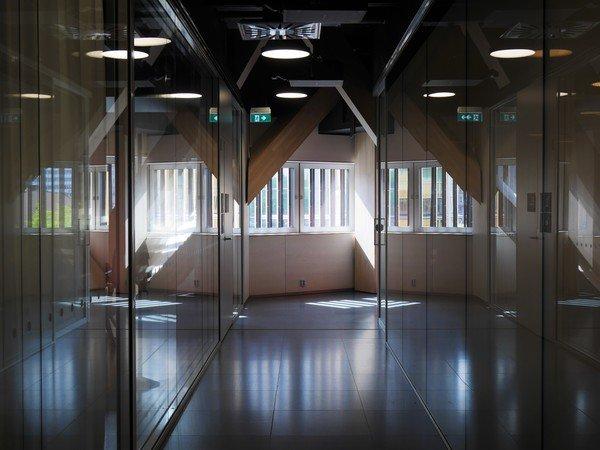 Photographie des salles de travail en groupe