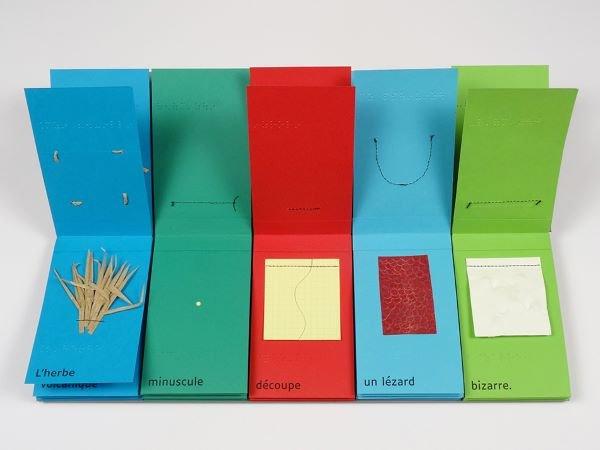 Papiers de couleur et relief en braille et Luciole