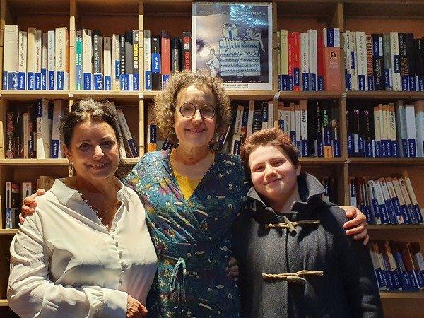 Aline Pailler, animatrice, Valérie Beaugier, bibliothécaire, et Anna, lectrice.