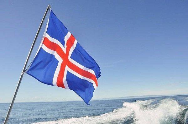 Drapeau islandais (la mer en fond)