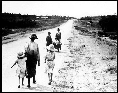 famille sur une route