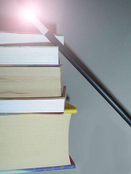 Pile de livres avec baguette magique