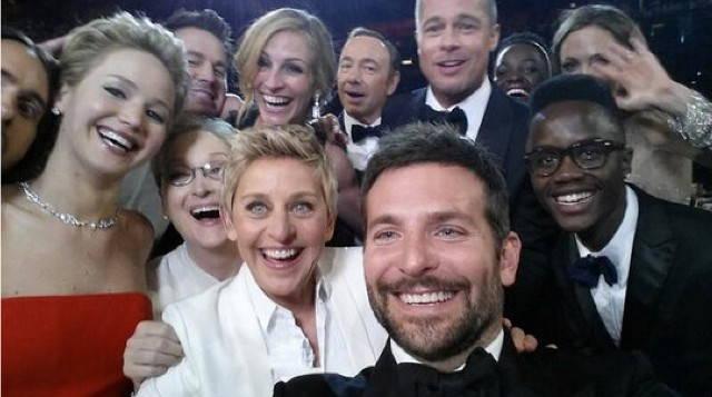 selfie de Bradley Cooper avec d'autres personnalités