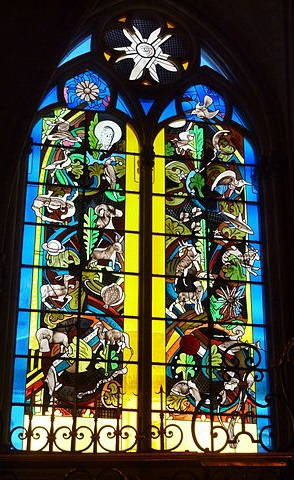 Vitrail moderne de la cathédrale de Nevers