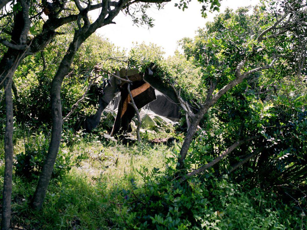 Abri caché dans la verdure dans les collines près de Tanger