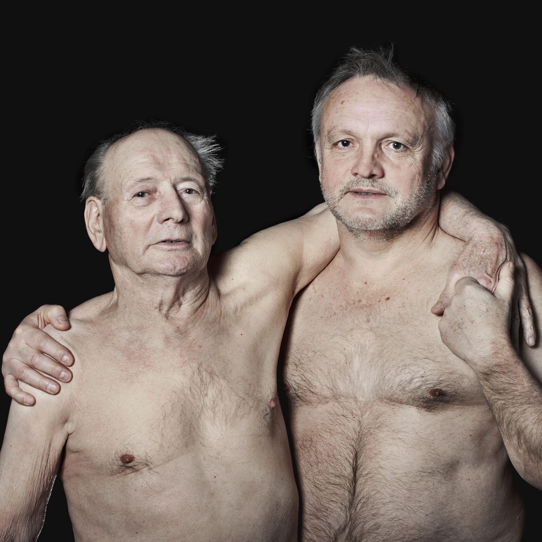 Portrait d'un père et son fils, torses nus