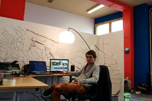 Théo Carrère dans son atelier du DOC