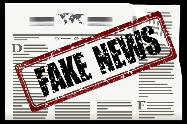 Journal tamponné avec la mention Fake news