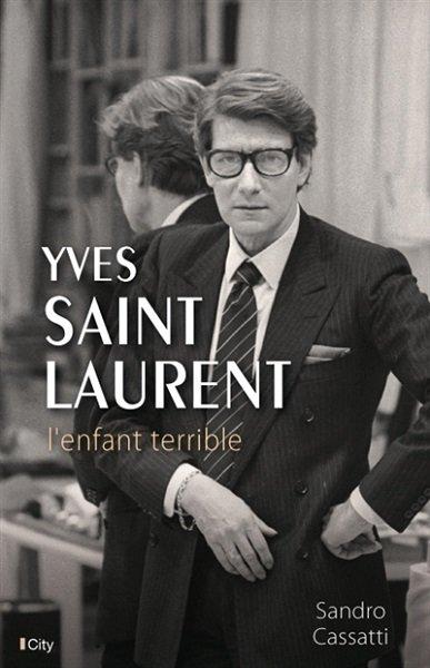 Couverture de la biographie Yves Saint Laurent