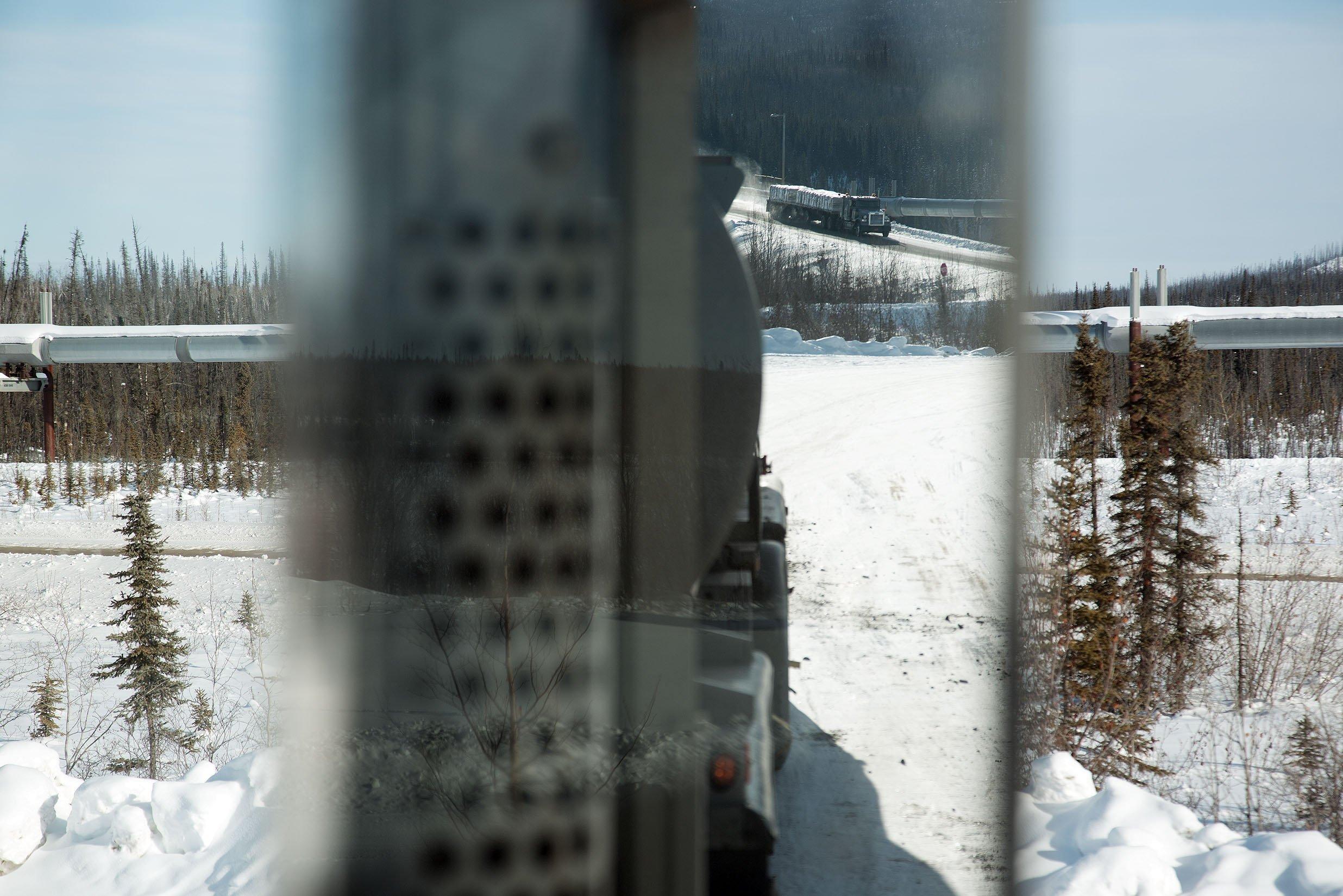Une saison de chasse en Alaska : la route du pétrole