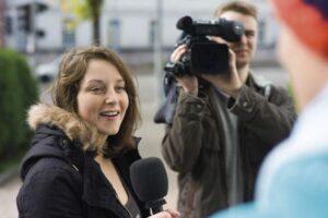 Élèves journalistes en reportage