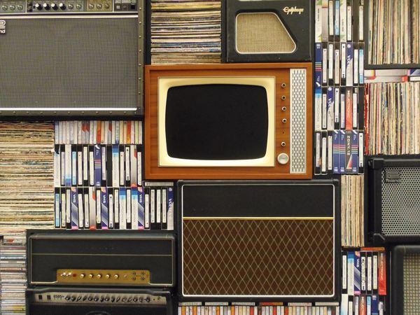 Un poste de télévision ancien