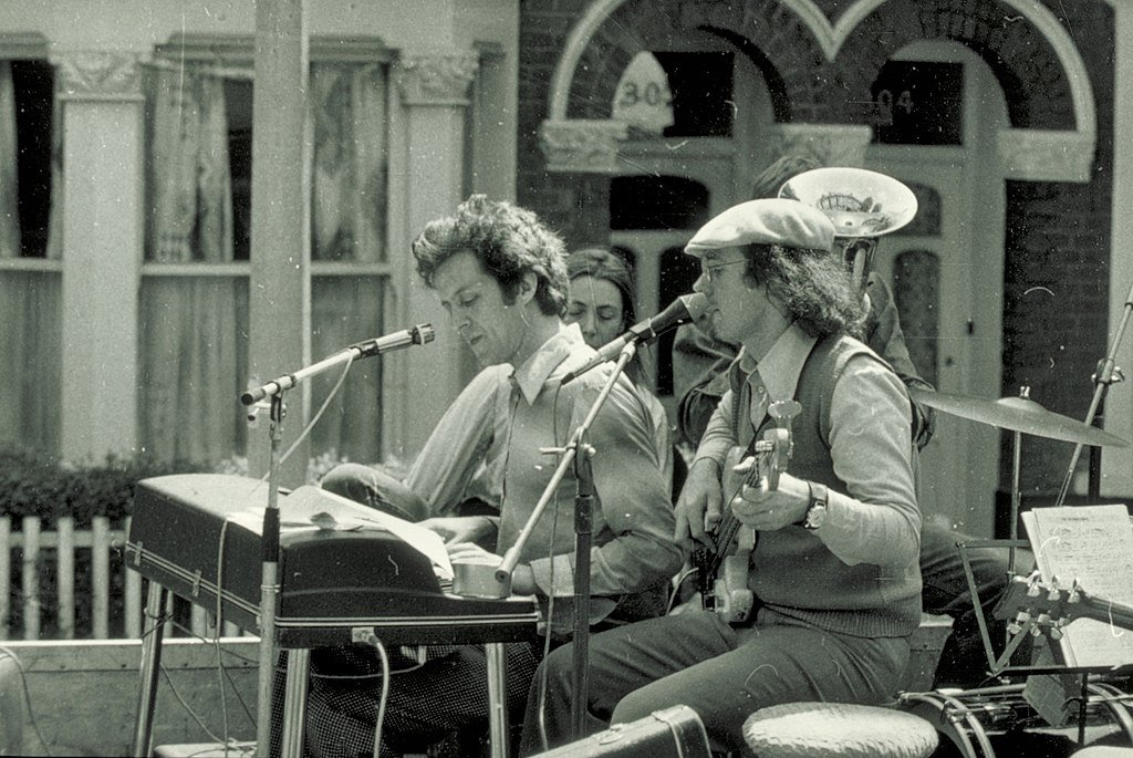 Photographie de Cornelius Cardew avec un autre musicien