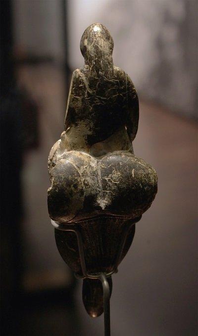 Vénus de Lespugne de dos