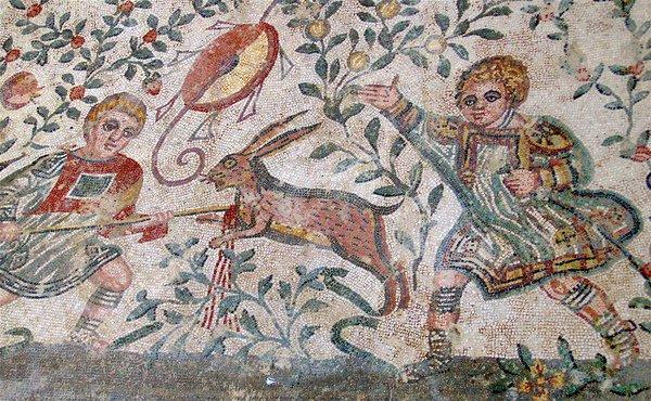 mosaïque d'une scène de chasse en Sicile