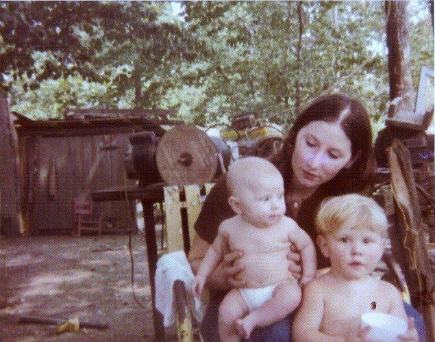 Charlotte Burk et ses enfants en 1976