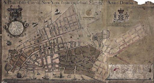 Le plan montre des rues quadrillées, encore rares, au milieu de larges espaces vides.